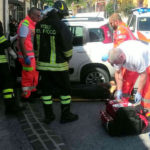 Anziana coppia finisce con l'auto contro un muro: l'uomo muore, grave la moglie