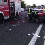 Traffico in tilt sull'autostrada dopo un grave incidente con tre feriti intrappolati tra le lamiere delle auto