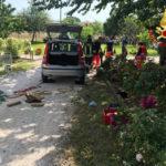 Resta bloccato sotto un'auto, anziano soccorso e trasportato all'ospedale di Ancona