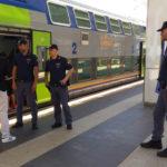 Maxi controlli della polizia nelle stazioni per garantire a tutti viaggi sicuri