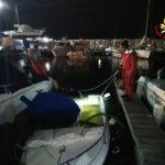 Barca affonda nella notte nel porto turistico di Ancona: recuperata dai sommozzatori dei vigili del fuoco