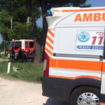 Ragazzo di 20 anni finisce con l'auto contro un albero e muore