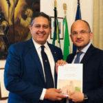 Il caso Castelli scuote Forza Italia: l'ex sindaco di Ascoli se ne va, il partito lo attacca, Toti lo difende
