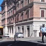 Macchie d'olio al centro di Ancona, scivolano due motociclisti