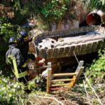 Trattore finisce in un fosso profondo 4 metri, recuperato a Castelfidardo dai vigili del fuoco
