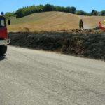 Sterpaglie in fiamme nel primo pomeriggio alla periferia di Fabriano