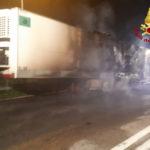 Autoarticolato in fiamme sull'autostrada vicino al casello di Loreto