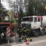 Betoniera urta un Tir: un ferito e strada chiusa ad Ancona