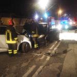 Quattro persone ferite nella notte ad Ancona nello schianto fra tre auto