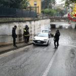 Auto bloccata ad Ancona in un sottopasso allagato: recuperata dai sommozzatori dei vigili del fuoco