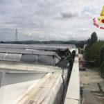 In fiamme a Passatempo di Osimo l'impianto fotovoltaico sul tetto di un capannone industriale