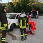 Un ferito a Offagna nell'auto finita contro il guardrail