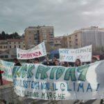 """Tanti giovani ad Ancona per il """"Block friday"""", quarto sciopero globale per il clima"""