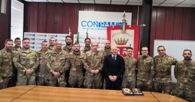 L'omaggio del sindaco di Camerino ai militari dell'Esercito protagonisti nel dopo terremoto