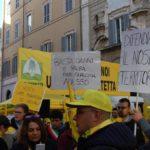 Troppi danni alle coltivazioni: a Montecitorio la protesta degli agricoltori marchigiani