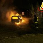 Auto alimentata a metano in fiamme nella notte ad Ancona