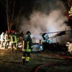 In fiamme alla periferia di Fabriano un capanno contenente attrezzature agricole