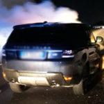 Un'auto prende fuoco lungo l'autostrada: fiamme spente dai vigili del fuoco / FOTO