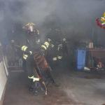 In fiamme a Osimo materiale ammassato all'interno di un garage