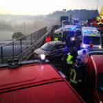 Strada gelata, quattro feriti e otto auto coinvolte in una maxi carambola
