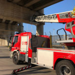 Cadono calcinacci dal cavalcavia: immediato intervento dei vigili del fuoco