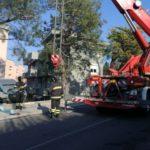 Furgone fuori strada ad Ancona recuperato dai vigili del fuoco / FOTO