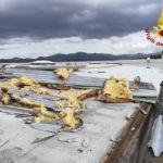 A Fabriano danneggiata dal forte vento la copertura di un capannone della Whirlpool