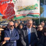Vertenza Auchan-Conad senza fine: nuovo presidio dei lavoratori davanti al deposito di Osimo
