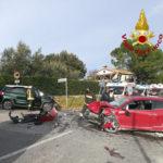 Violento scontro fra due auto: gravemente feriti un bimbo di 5 anni, la mamma ed una ragazza
