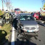 Due feriti gravi ricoverati a Torrette dopo un pauroso schianto fra tre auto alla periferia di Recanati