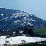 Questa mattina la neve ha fatto capolino in molti centri dell'entroterra marchigiano