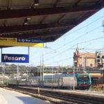 Tenta la fuga con la droga alla stazione di Pesaro, raggiunto e arrestato