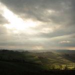 Un raggio di sole dopo la tempesta: una bella immagine per tornare a sperare