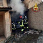 Abitazione in fiamme a Polverigi, l'incendio spento dai vigili del fuoco intervenuti con quattro autobotti