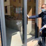 A Pesaro il sindaco Ricci consegna il primo buono spesa
