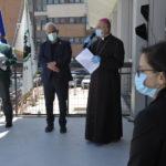 In tempi di Coronavirus l'Arcivescovo di Ancona commuove tutti con la visita all'ospedale regionale di Torrette / FOTO