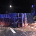 Autotreno si ribalta, ferito il conducente: autostrada bloccata tra i caselli di Loreto e Ancona Sud