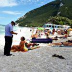 Nuovi controlli della polizia locale sulle spiagge di Portonovo e Mezzavalle: pioggia di sanzioni per divieto di sosta