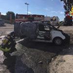 Furgone in fiamme ad Ancona, il conducente riesce ad allontanarsi