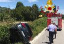 L'auto sbanda e finisce nel fosso, il conducente soccorso da vigili del fuoco e 118