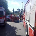 Auto si schianta con un Apecar: i due conducenti in ospedale