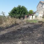 In fiamme due ettari di sterpaglie e vegetazione