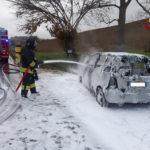 Auto in fiamme lungo la Strada provinciale 2 alla periferia di Offagna