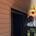 Stanza in fiamme in un appartamento, incendio subito spento dai vigili del fuoco