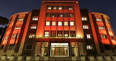 """Illuminate di arancione le caserme dei Carabinieri che ospitano """"Una stanza tutta per sé"""""""