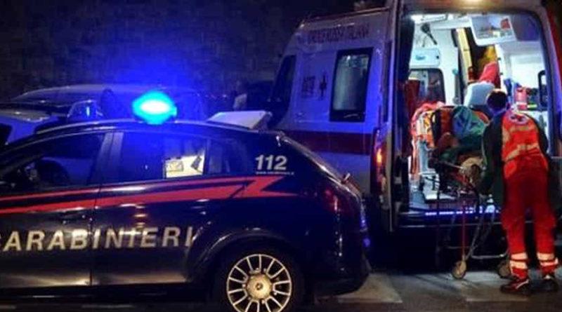 Un'auto finisce fuori strada nella notte: muore un giovane, un altro ricoverato a Torrette