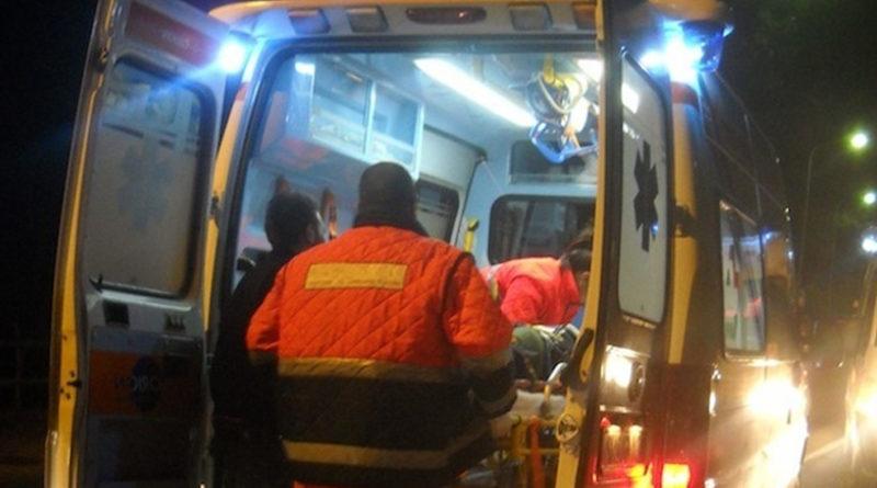 Pauroso schianto nella notte, motociclista trasferito all'ospedale di Torrette