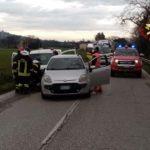 Due feriti nel pomeriggio in un incidente fra tre auto