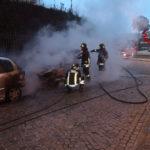 A Loreto un'auto distrutta ed un'altra danneggiata dalle fiamme