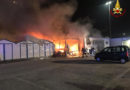 Capanni in fiamme nella notte nella zona portuale di Ancona